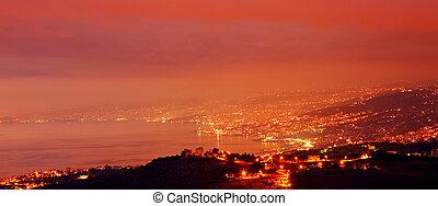 montagne, ville, soir