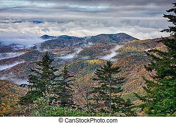 montagnes bleues, arête, scénique, enfumé, automne, appalachians, route express, paysage