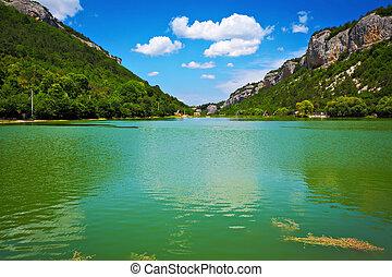 montagnes bleues, nuages, ciel, lac, entre
