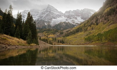 montagnes, colorado, -, neige, rouge foncé, tôt, automne, (1119), trembles, orage, cloches
