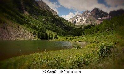 montagnes, crêtes, bells marron