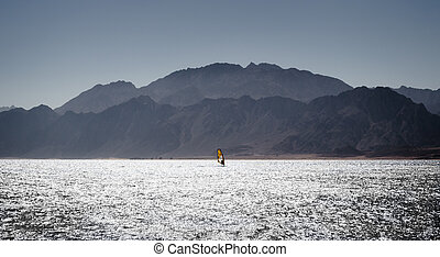 montagnes, dahab, rocheux, egypte, contre, surfeur, élevé, mer rouge, côte, promenades, toile de fond