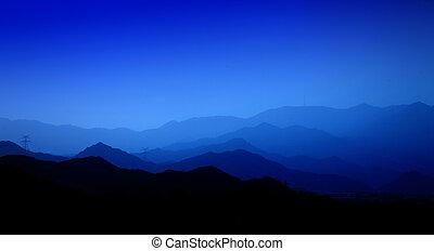 montagnes, enfumé