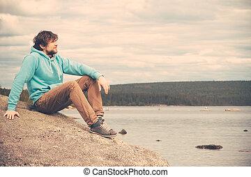 montagnes, extérieur, style de vie, délassant, jeune, lac, concept, fond, seul, voyageur, homme