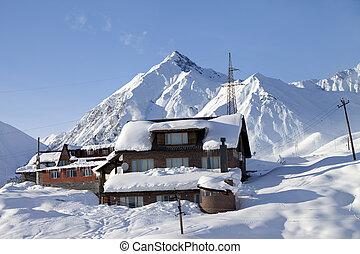 montagnes, hôtels, hiver, neigeux