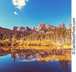 montagnes, lac