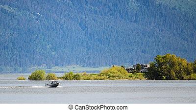montagnes, lakeside, canot automobile, passé, expédier, terrain camping