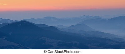 montagnes, levers de soleil