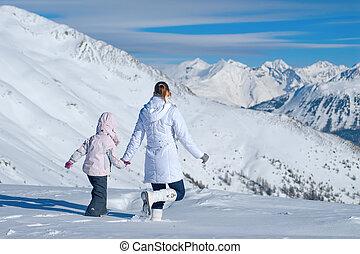 montagnes, marche, fille, neige, mère, vaste