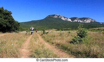 montagnes, marche, touristes