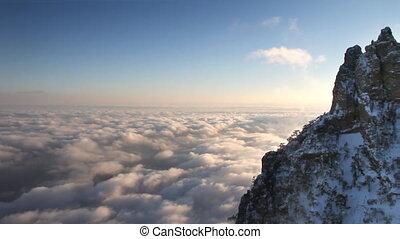 montagnes, nuages, coucher soleil
