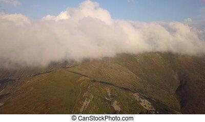 montagnes, nuages, oiseau, gamme, oeil, vue