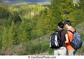montagnes, randonnée couple