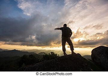 montagnes, silhouette, homme