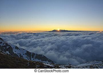montagnes, sur, carpathian, coucher soleil