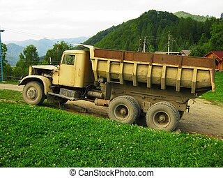 montagnes, vieux, décharge, élevé, camion, route