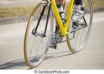 montando, atleta, macho, bicicleta
