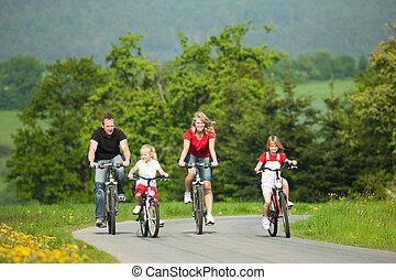 montando, bicycles, família