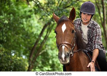 montando, cavalo, homem jovem