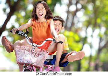 montando, crianças, junto, bicicleta