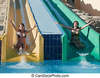 montando, meninas, baixo, waterslide