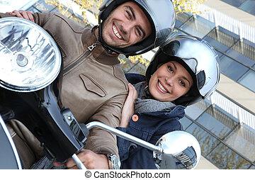montando, par, bicicleta, motor