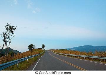 montanha azul, céu, estrada