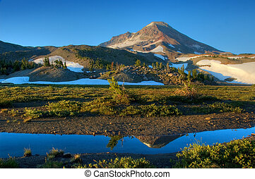 montanha, em, amanhecer