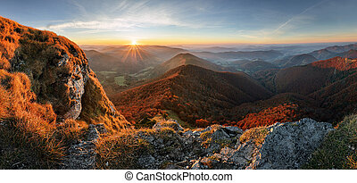 montanha, em, pôr do sol