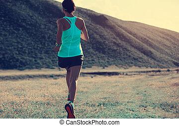 montanha, mulher, corredor, jovem, corrida trilha, condicão...