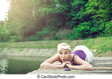 montanha, mulher, olhar, lake., posar, retro, sedutor