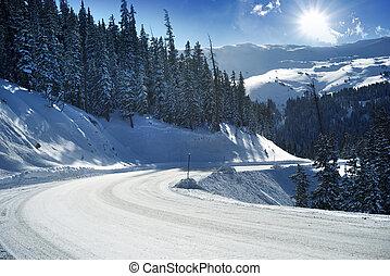 montanha nevada, estrada