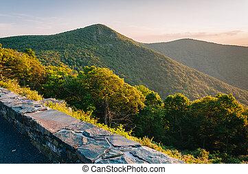 montanha, virginia., nacional, negligenciar, skyline, shenandoah, parque, conduzir, crescente, rocha, hawksbill, vista