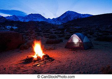 montanhas, acampamento