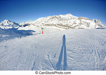montanhas altas, sob, neve, em, a, inverno