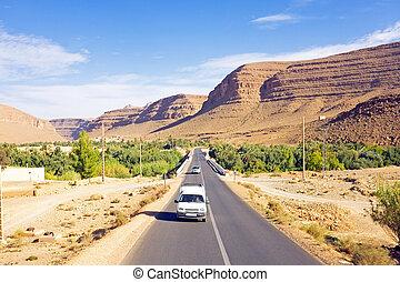 montanhas atlas, através, dirigindo, marrocos