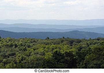 montanhas azuis aresta