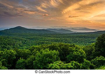 montanhas azuis, cume, appalachian, pa, visto, pôr do sol