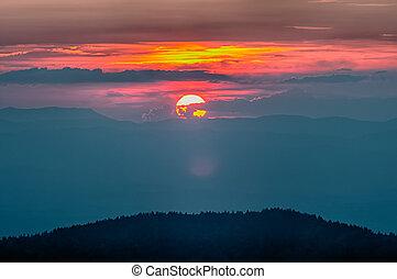 montanhas azuis, cume, appalachian, sobre, outono, pôr do sol, parkway