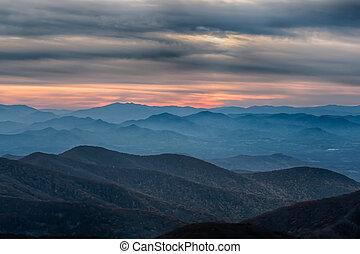 montanhas azuis, cume, panorâmico, parque nacional, pôr do sol, parkway