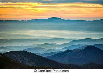 montanhas azuis, e, colinas