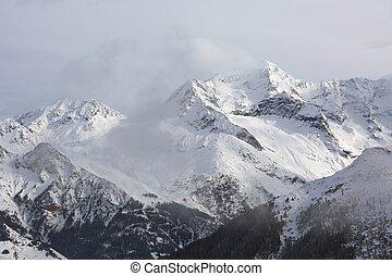 montanhas, em, inverno