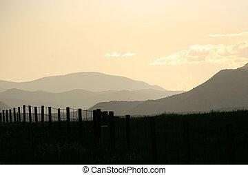 montanhas, enfraquecendo