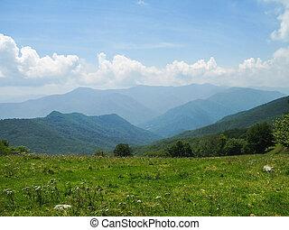 montanhas, grande, esfumaçado