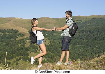 montanhas, hikers, par, feliz