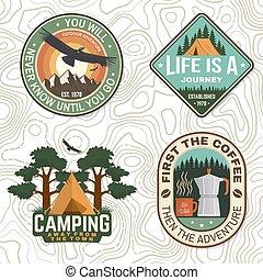 montanhas, impressão, acampamento, emblema, conceito, aventura, ou, remendo, citação, jogo, café, tee., logotipo, barraca, silhouette., vector., floresta, camisa, selo, condor, símbolo., desenho, ao ar livre