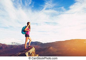 montanhas, mulher, pôr do sol, hiking