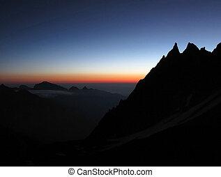montanhas, pôr do sol