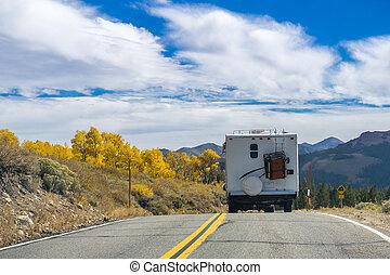 montanhas, rv, oriental, outono, através, passagem, sierra, califórnia, viajar, sonora