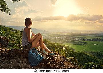 montanhas, senta-se, sol, olhar, borda, menina, vale, penhasco